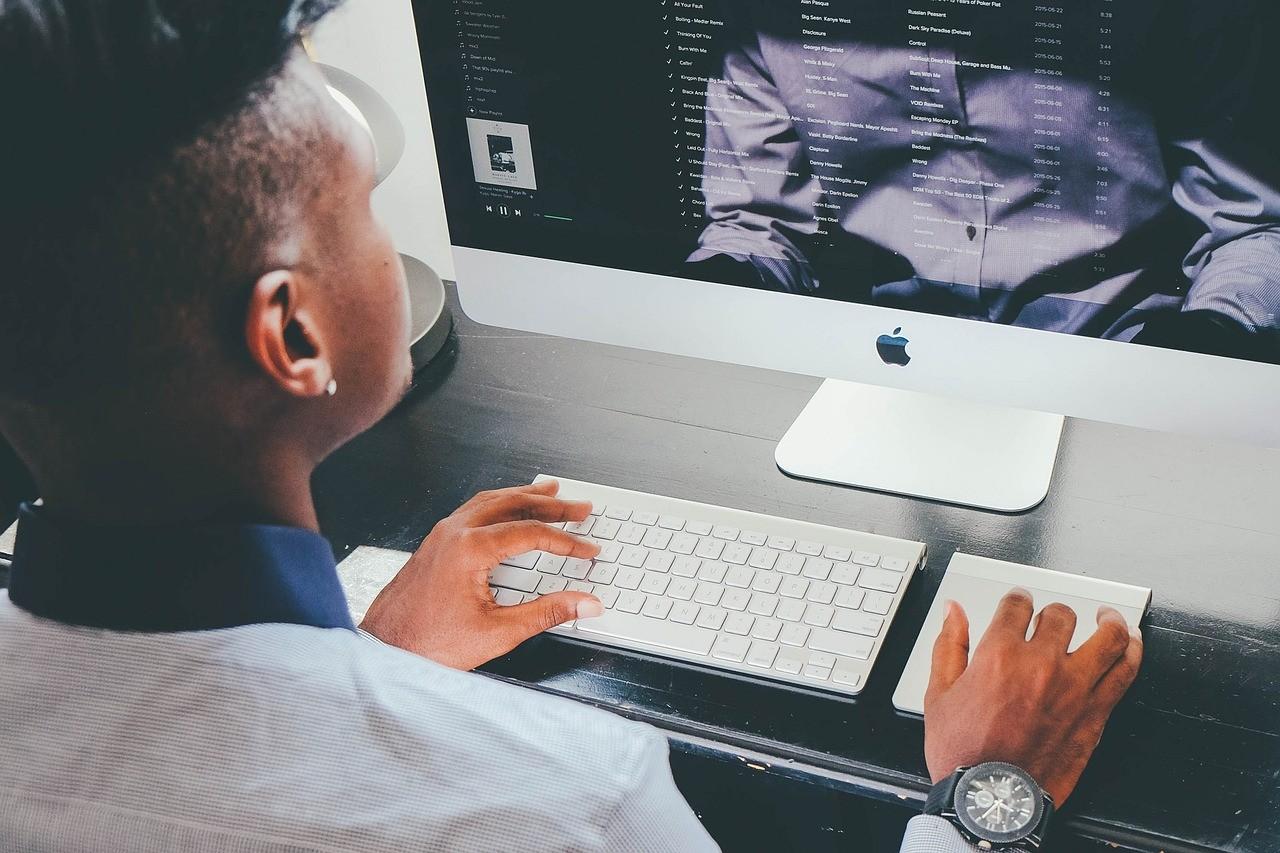 Computer Apple Business Workplace  - janeb13 / Pixabay